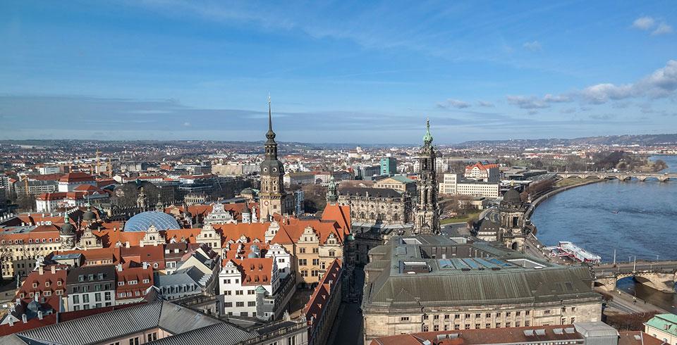 Aussicht von der Frauenkirche in Dresden auf die Stadt