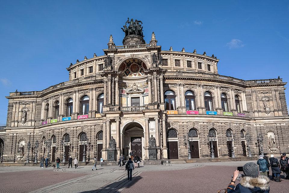 Die Semperoper in Dresden von außen