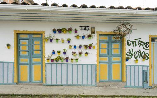 kolumbien-reisebericht-filandia-bunte-haeuser