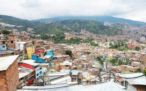 Ausblick Comuna 13 auf Medellin ins Tal