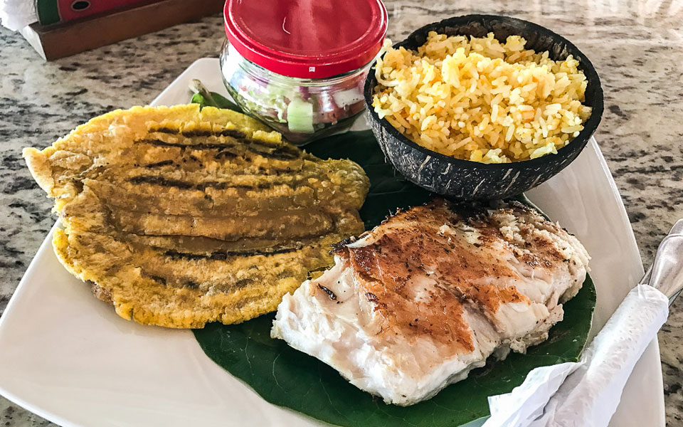 Essen Palomino Fisch im Hukumeizi Hotel