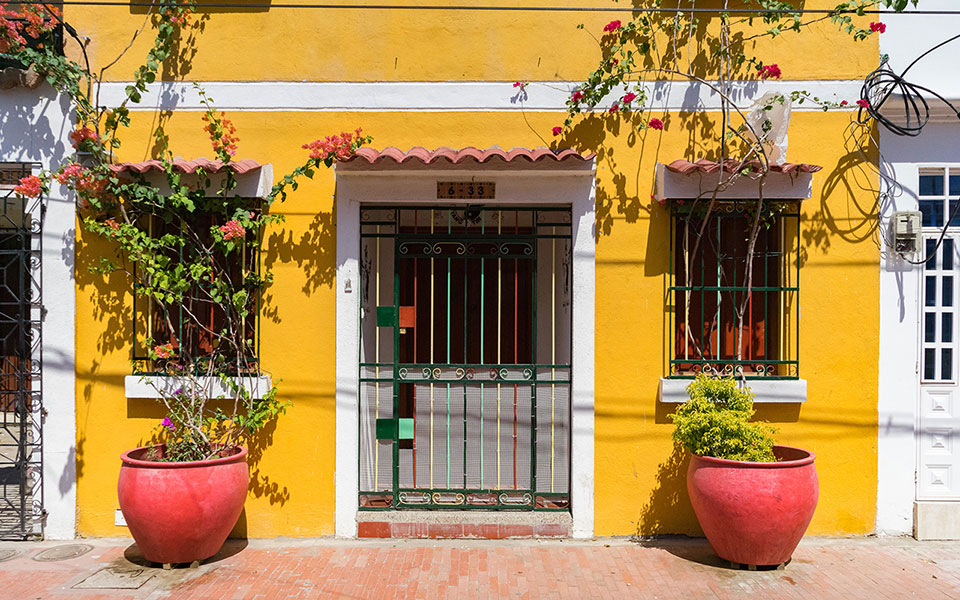 Renoviert und sanier in Santa Marta: Schöne bunte Häuser