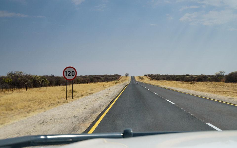 Teerstraße Windhoek nach Waterberg Plateau