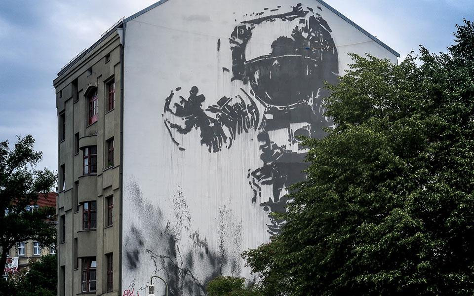 Astronaut Viktro Ash Kreuzberg Berlin