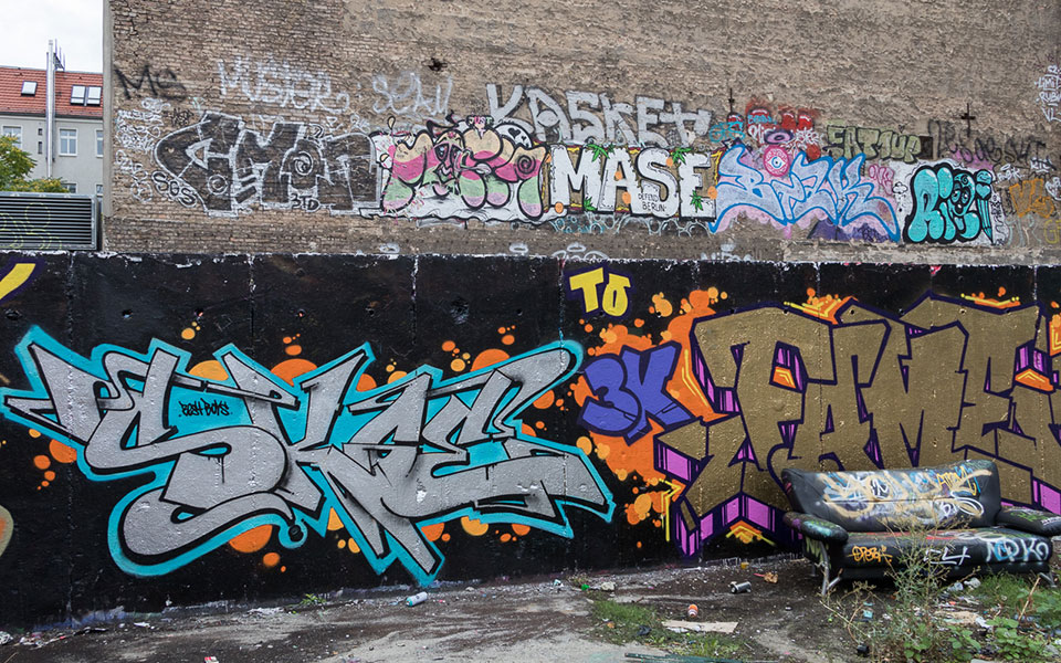 Unterschiedliche Graffitis in Berlin Prenzlauer Berg