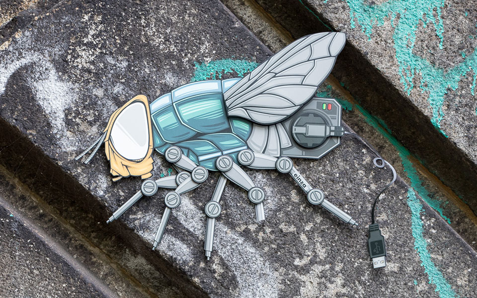 Street Art Berlin Hackescher Markt Insekt mit USB