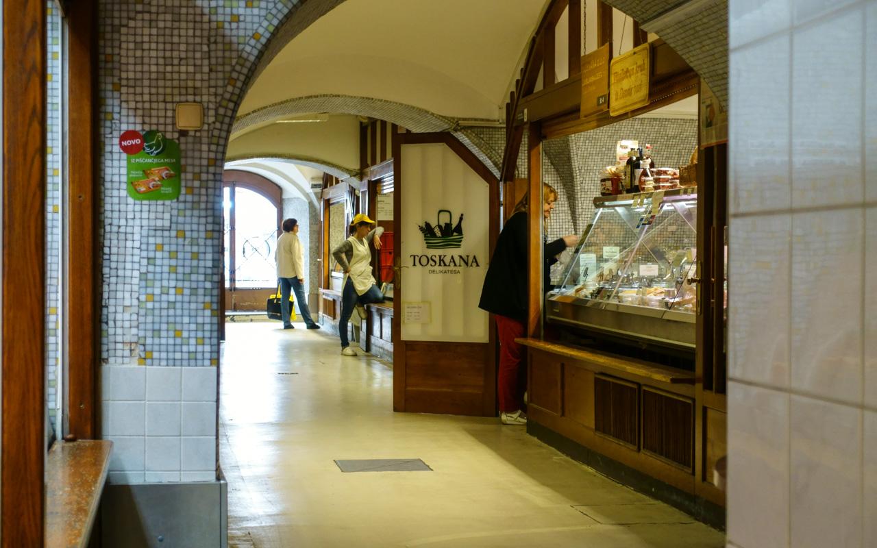 Überdachte Markthalle in Ljubljana