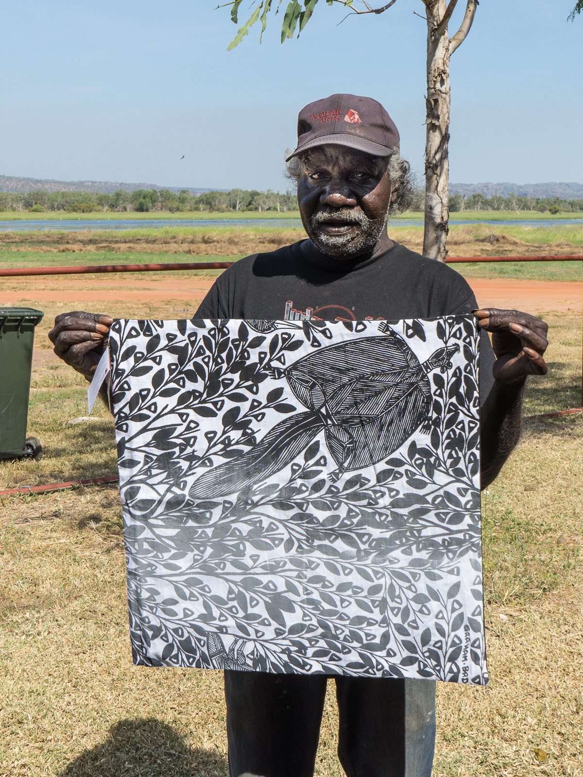 arnhem-land-injalak-art-gallery-artist-graham