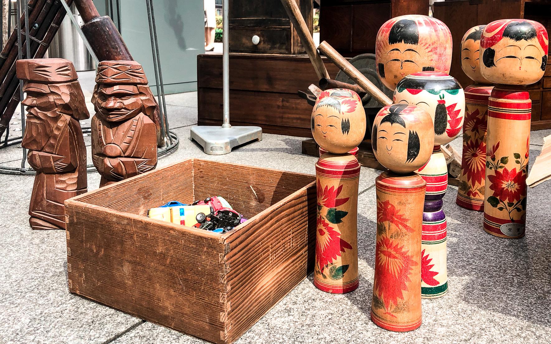 Kokeshi Holzpuppen Flohmarkt Tokio