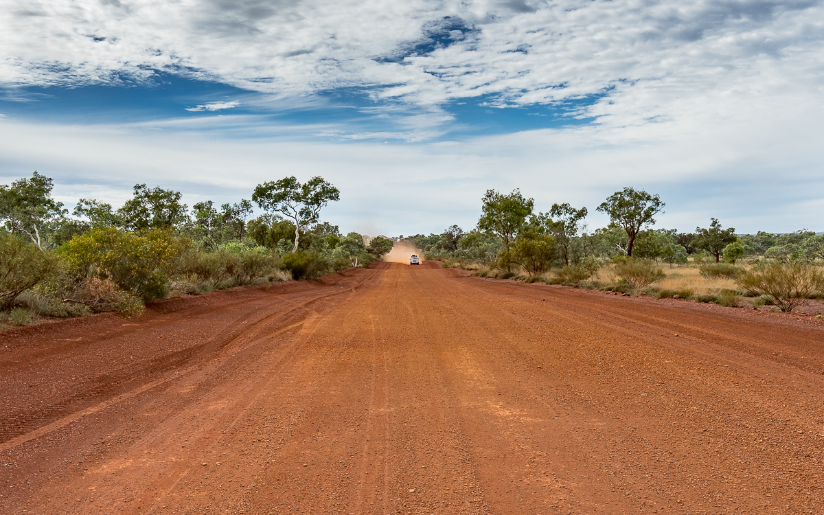 Die Straßen im Karijini National Park bestehen aus rotem Sand.