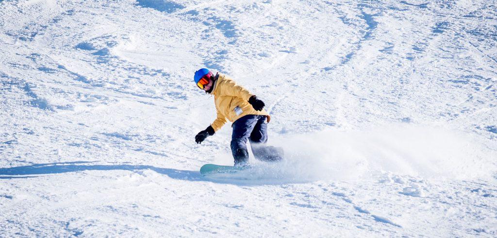 rocky-mountains-snowboarden-winter