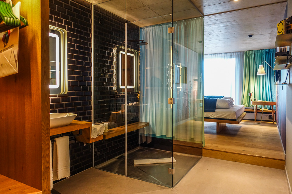 Zimmer im 25h Hotel in Zürich. Langstraße.