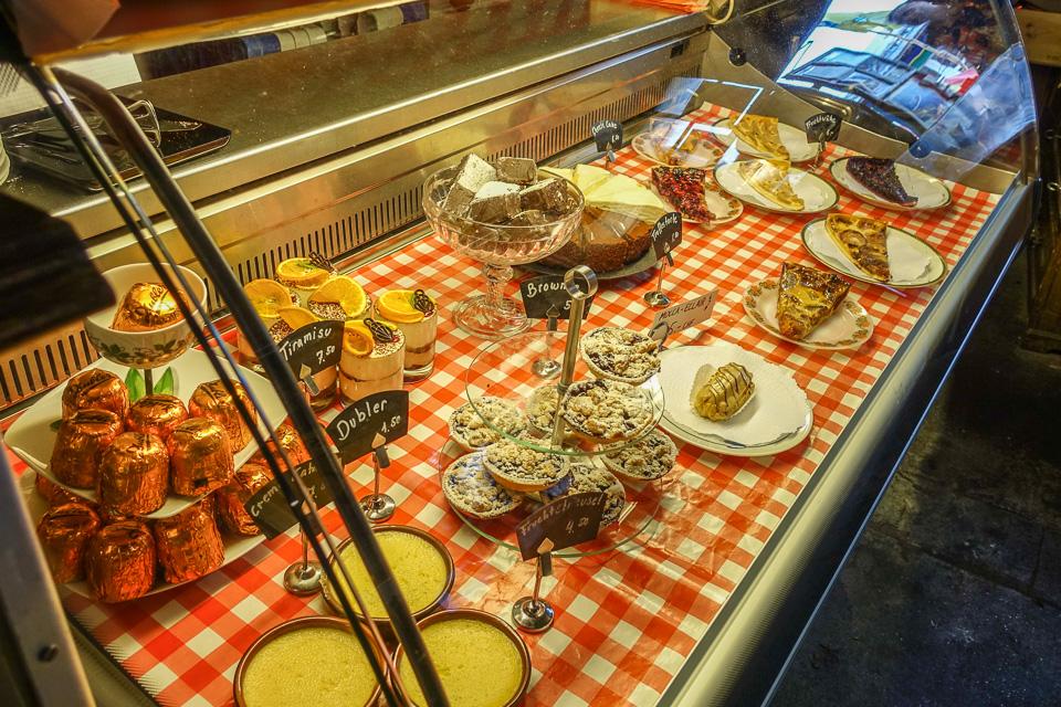 Dessert Theke im Les Halles Zürich