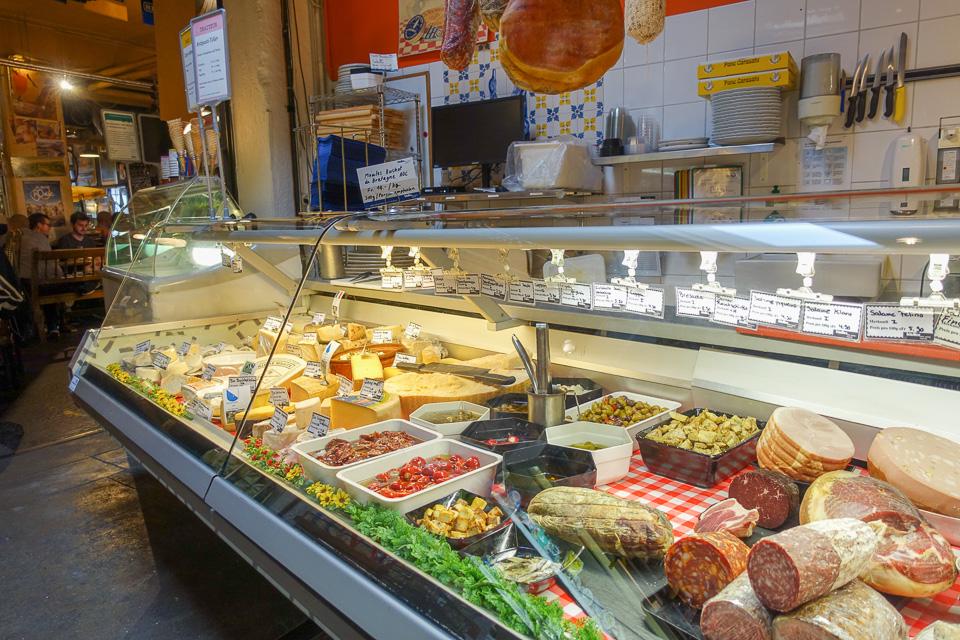 Käsetheke im Les Halles Zürich