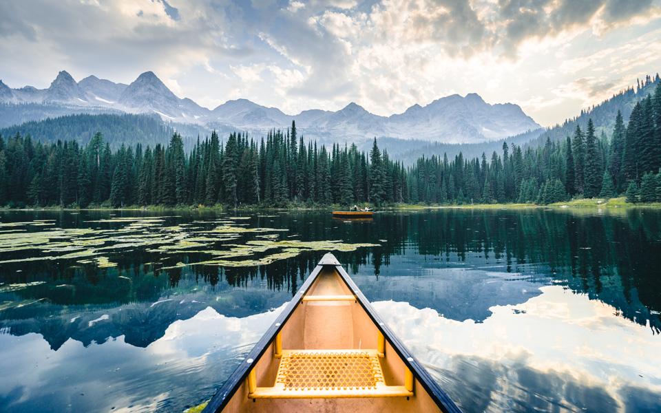 fernie-lake-island-lodge-kanufahren