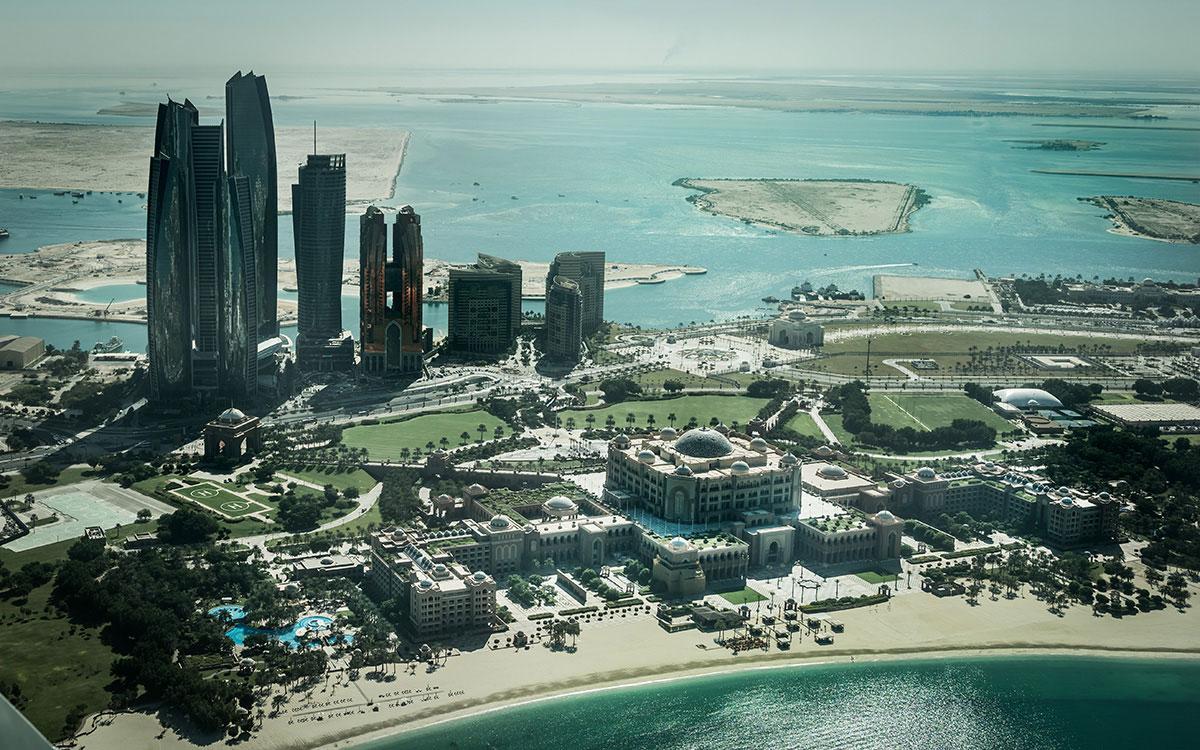 abu-dhabi-rundflug-etihad-towers-emirates-palace