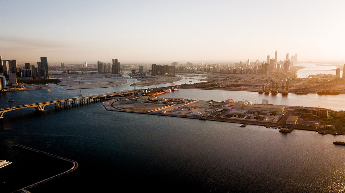 Skyline Abu Dhabi von Saadiyat Island | @Jens Burger Fotografie