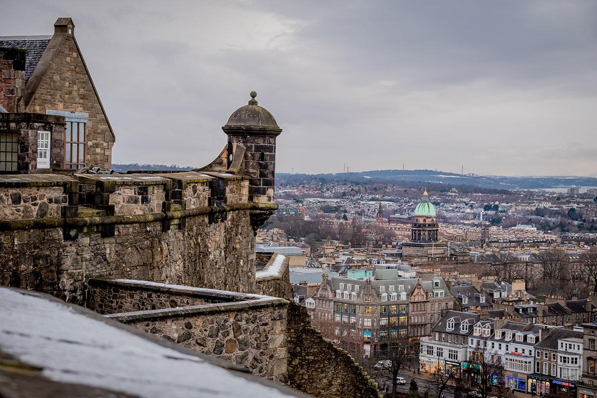 Ausblick vom Castlehill auf Edinburgh