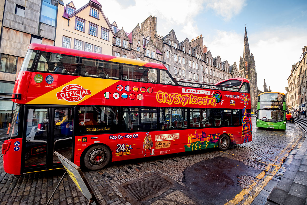 Hop-on Hop-off Bus in Edinubrgh