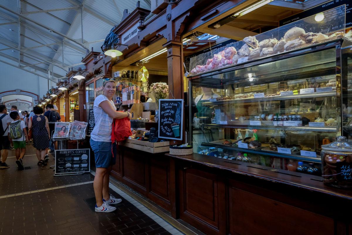 Kaffee trinken alte Markthalle Helsinki