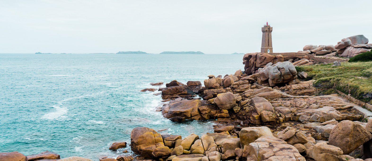 Leuchtturm Mean Ruz Rosa Granitküste Bretagne