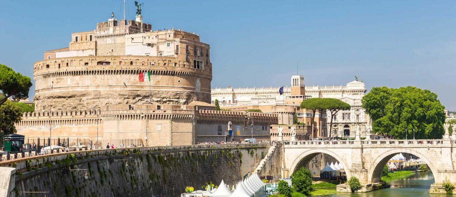 Engelsburg in Rom mit Tiber