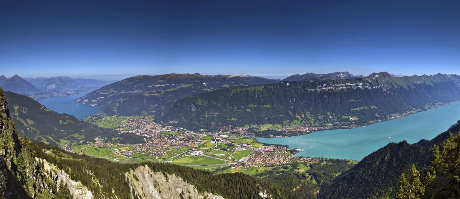 Interlaken Schweiz (credit: Adobe Stock ID: 31676288)