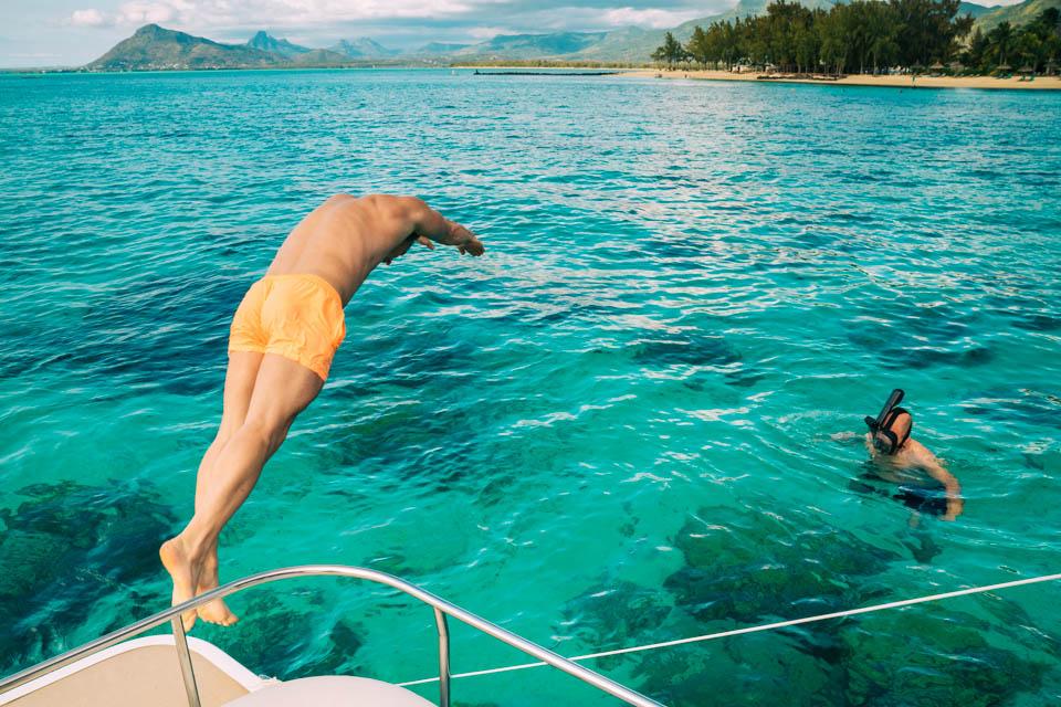 Schwimmen im paradiesischen Wasser