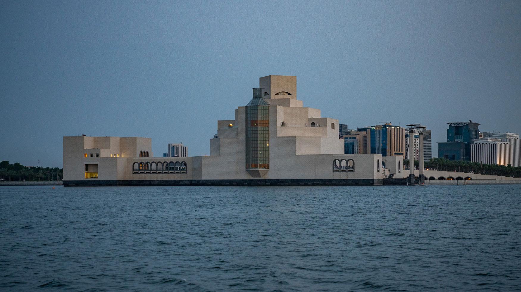 MIA in Doha von einer traditionellen Dhau aus gesehen.