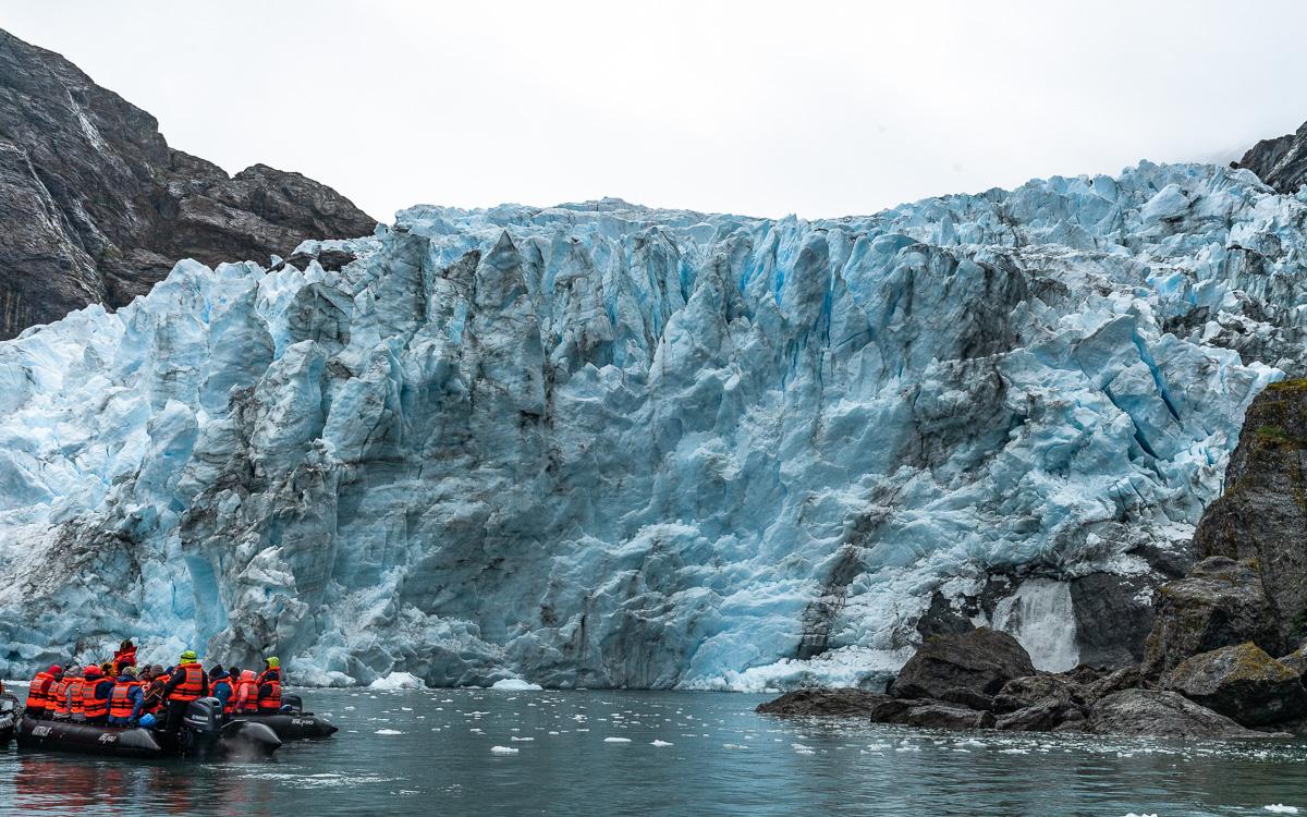 Condor-Gletscherzunge mit Schlauchboot