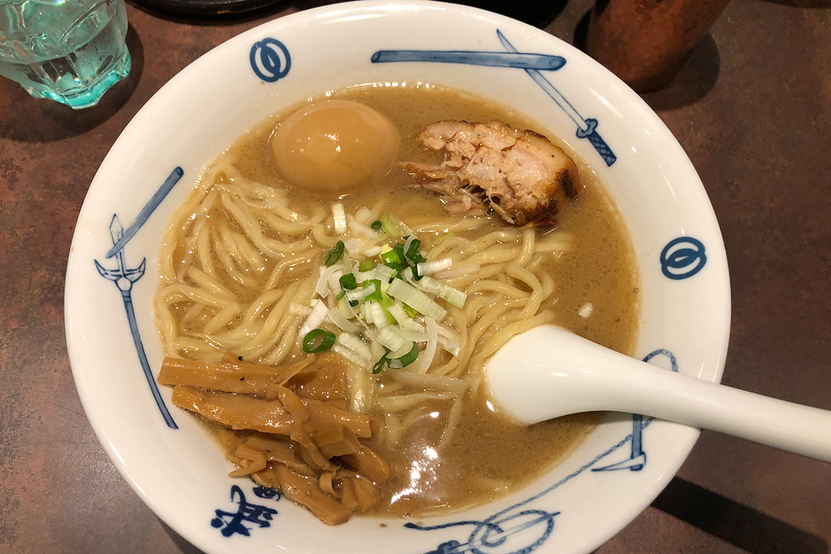 Eine Schüssel Ramen in Tokio nach Tonkotsu Art