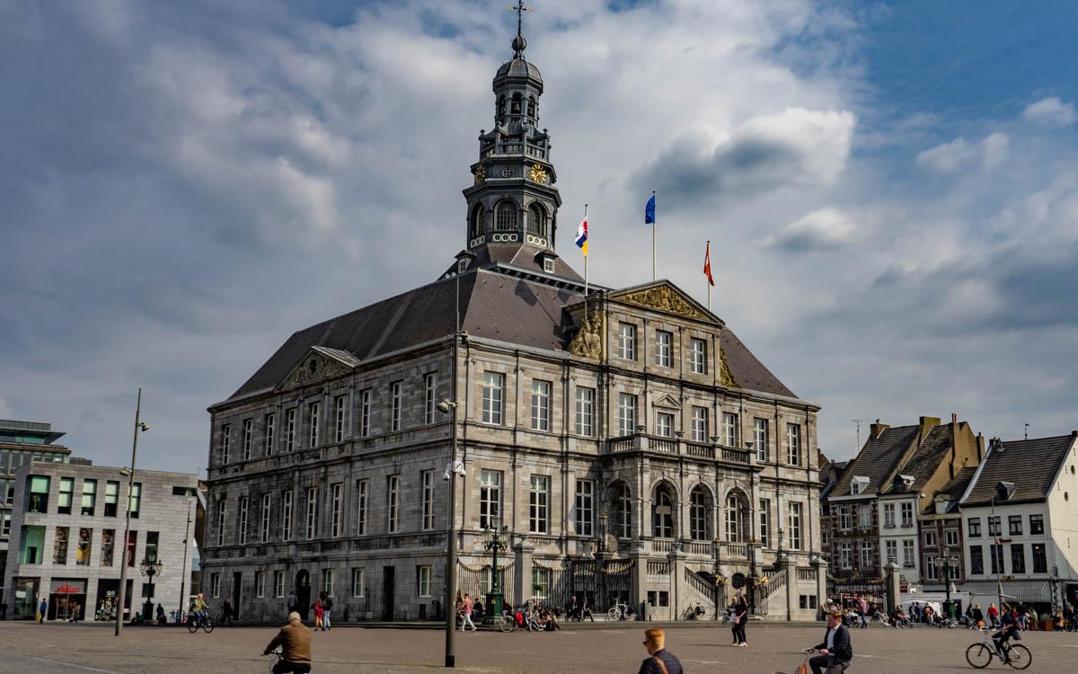 Das Rathaus von Maastricht, eine der wichtigsten Sehenswürdigkeiten der niederländischen Stadt.