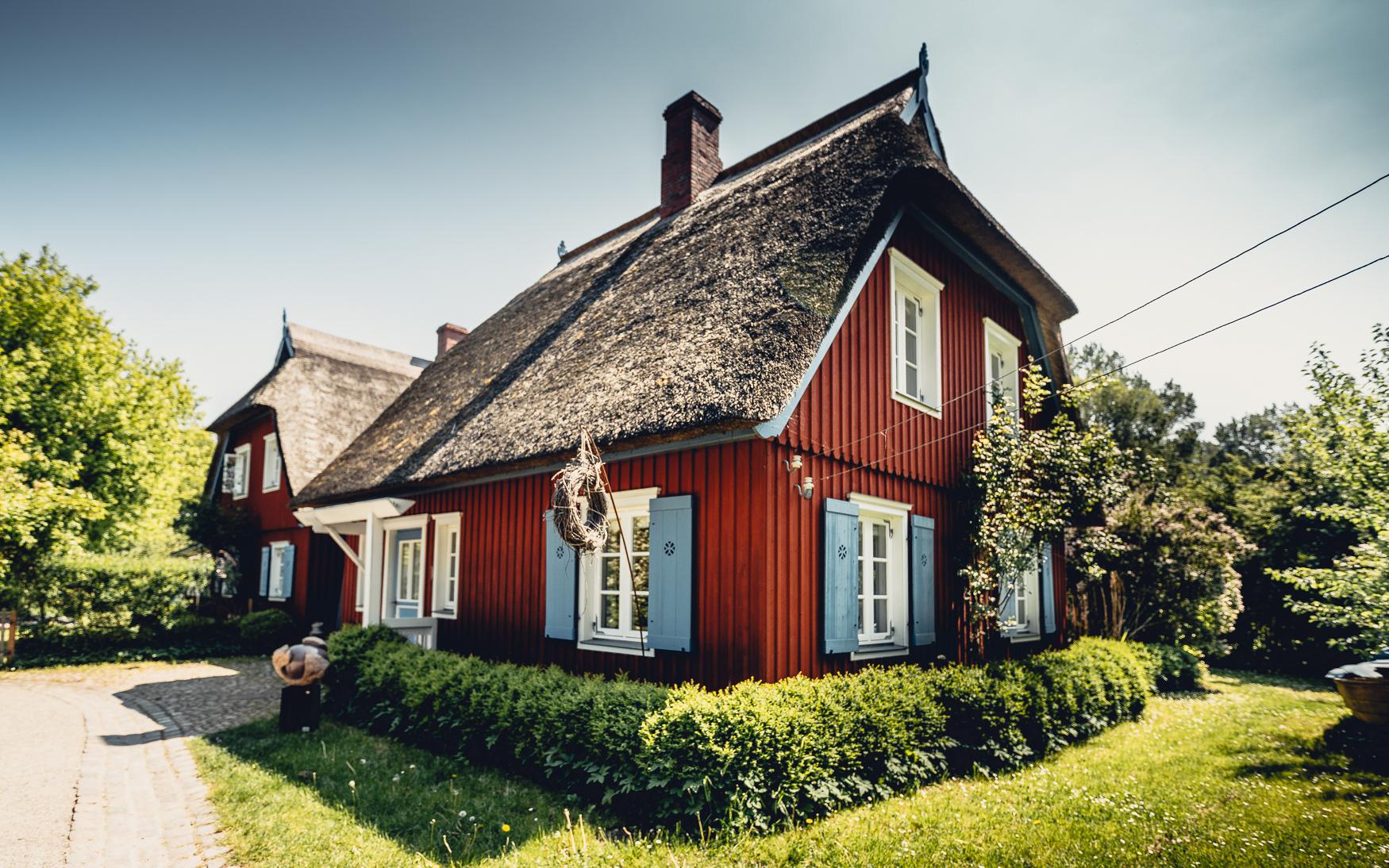 Haus mit Reetdach auf Fischland