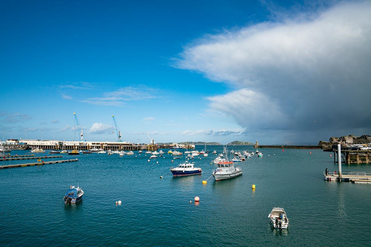 Guernsey-Wetter-Sonne-Wolken