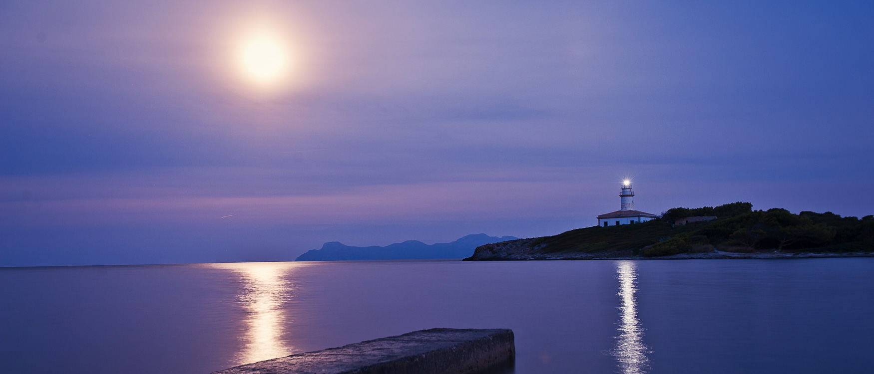 mallorca-tipps-leuchtturm-bei-nacht