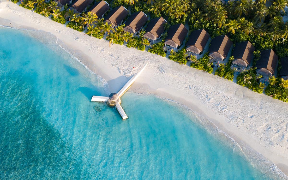malediven-urlaub-oblu-sangeli-beachvillen-von-oben