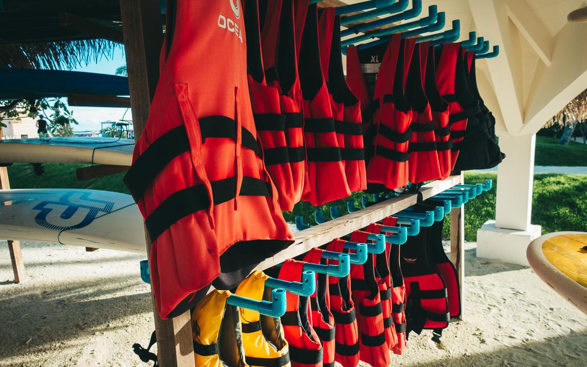 malediven-urlaub-oblu-sangeli-rettungsweste