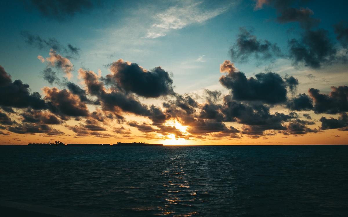 malediven-urlaub-sonnenuntergang