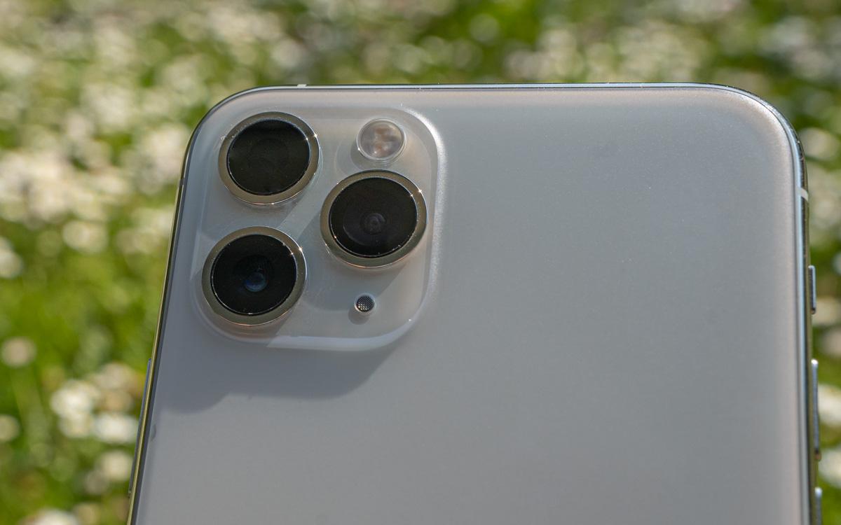Hier siehst du die drei Linsen des iPhone 11 Pro: Weitwinkelkamera (1x), Ultraweitwinkel-Kamera (0,5x) oder die Telefonkamera (2x).