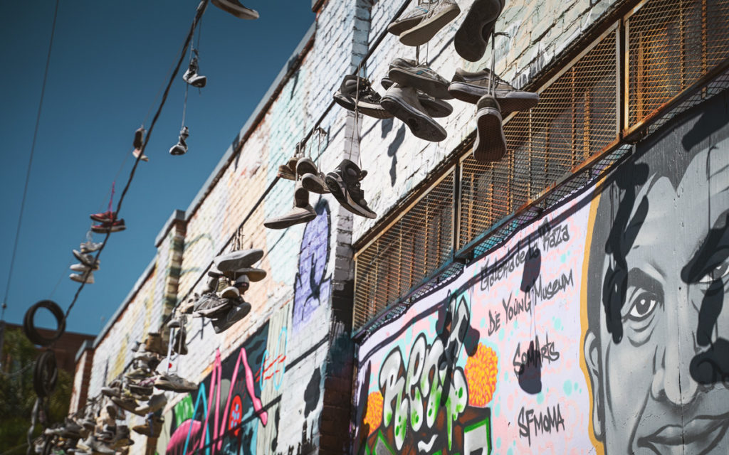 touren-san-francisco-street-art-schuhe