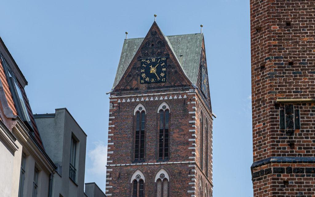 Turm mit Uhr Marienkirche Wismar
