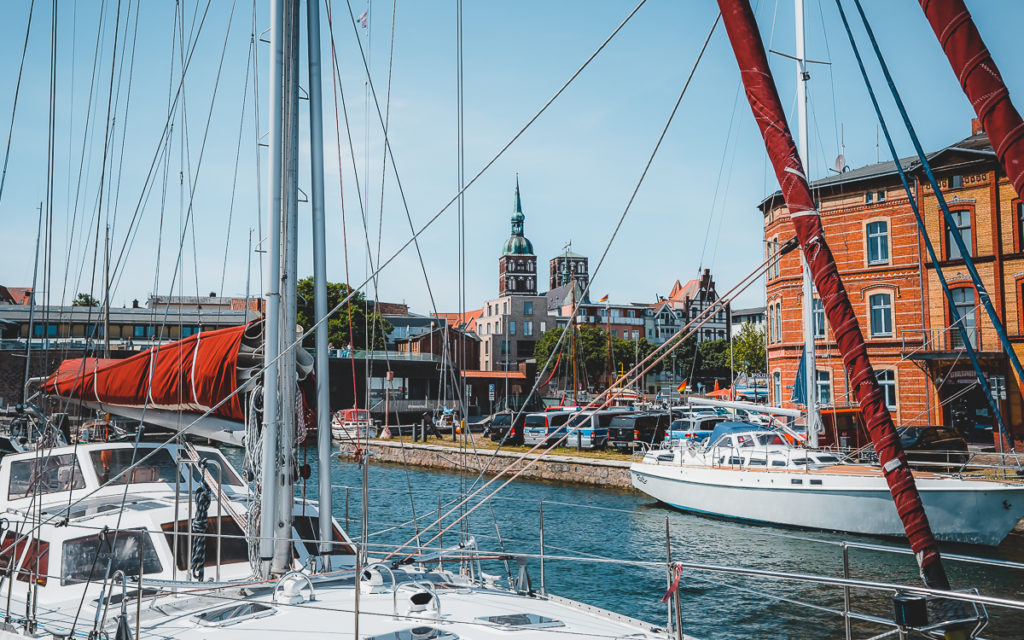 Die Marienkirche siehst du von überall in Stralsund.