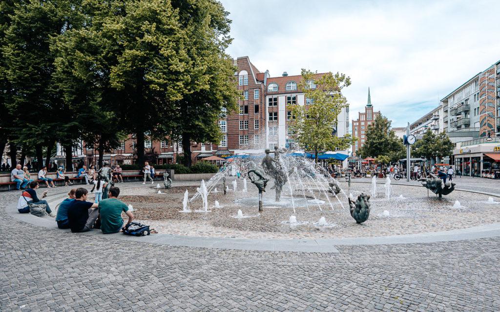 Rostock Pornobrunnen - Brunnen der Lebensfreude