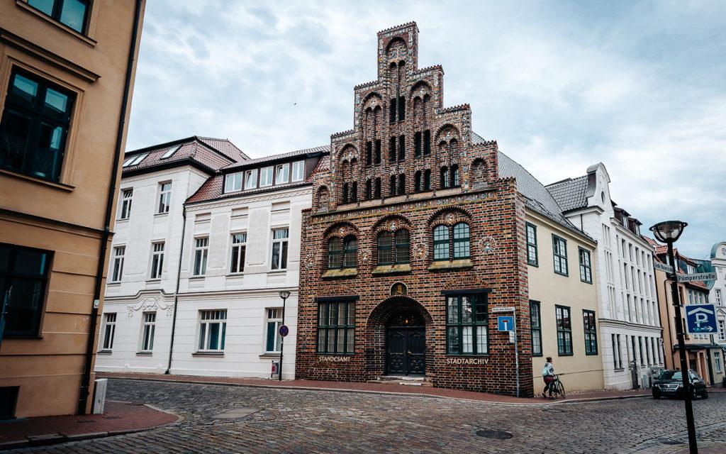 Rostock Sehenswürdigkeiten Das wunderschöne Stadtarchiv in Rostock.