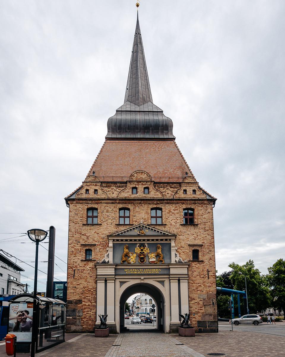 Eines der alten Stadttore: Steintor in Rostock
