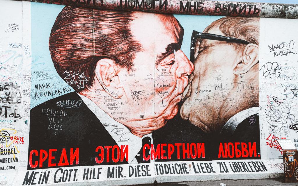 Berlin East Side Gallery Bruderkuss