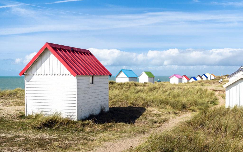 Bunte Strandhäuser Gouville-sur-Mer