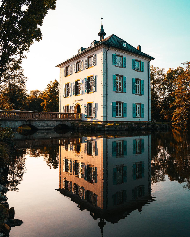 Heilbronner Sehenswürdigkeit außerhalb der Stadtmitte: Trappensee Schloss beim Pfühlpark.