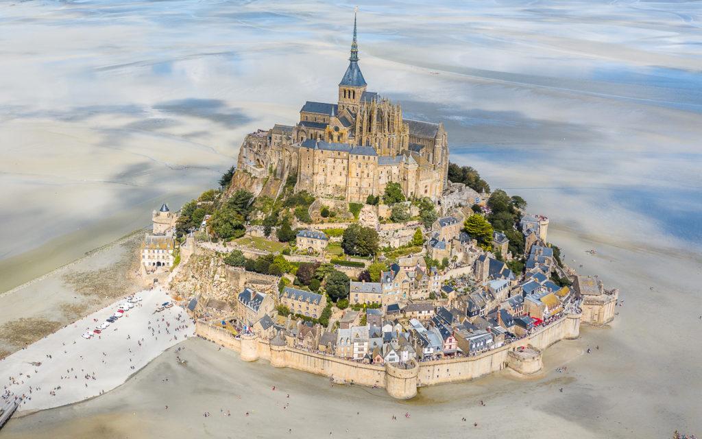 Beeindruckende Sehenswürdigkeit und UNESCO-Welterbe: Mont-Saint Michel in der Normandie, Frankreich.
