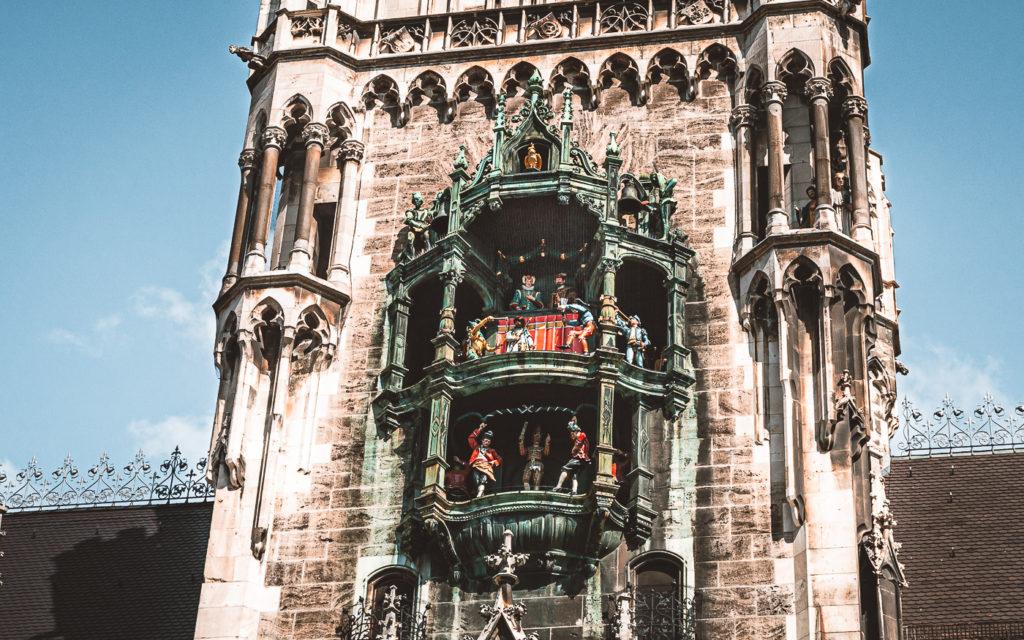 Glockenspiel der Marienkirche in München. Für Touristen das Highlight!